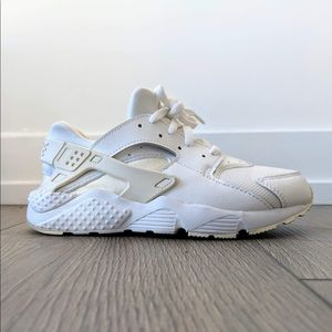 nike • white huarache run youth (womens 4)